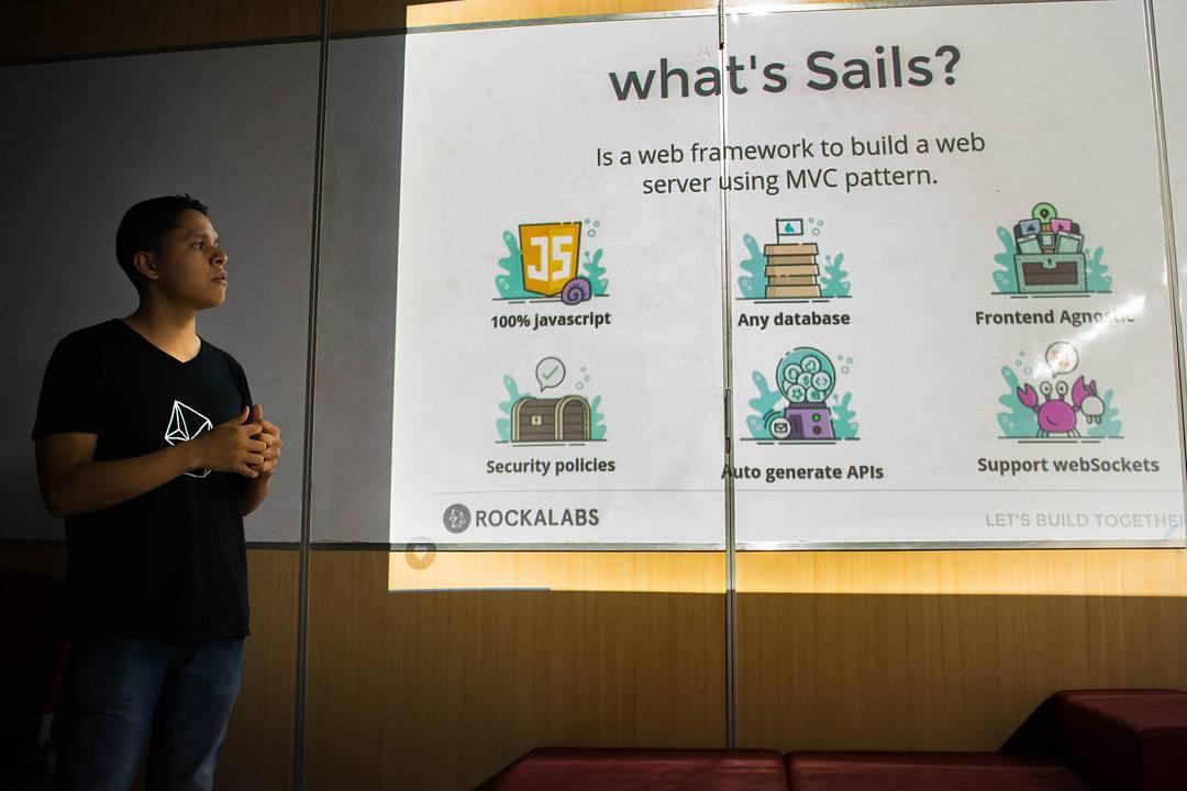 APIs y WebSockets con SailsJs && Monitoreo y visualización de datos con StatsD y Grafana